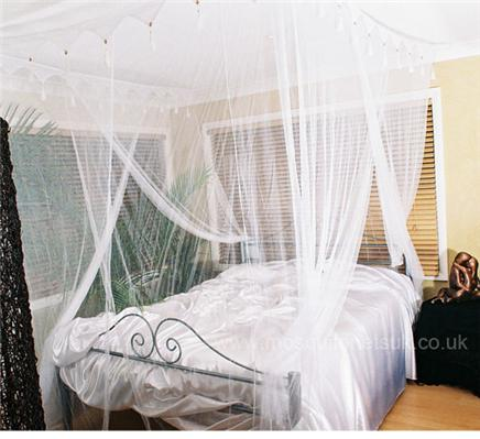 Double White Mosquito Net Bed Canopy 4 Poster Bed Style